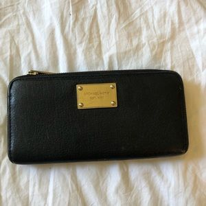 Michael Kors Zip Up Wallet